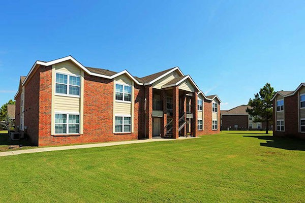 Exterior Yard of Pines at Southridge Apartments in Tahlequah